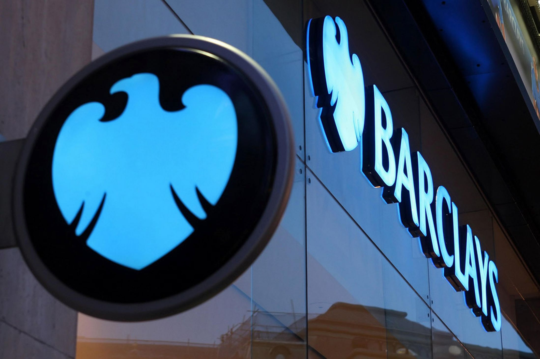 BlackBerry and Barclays Bank Team Up to Offer P2P Money Transfers
